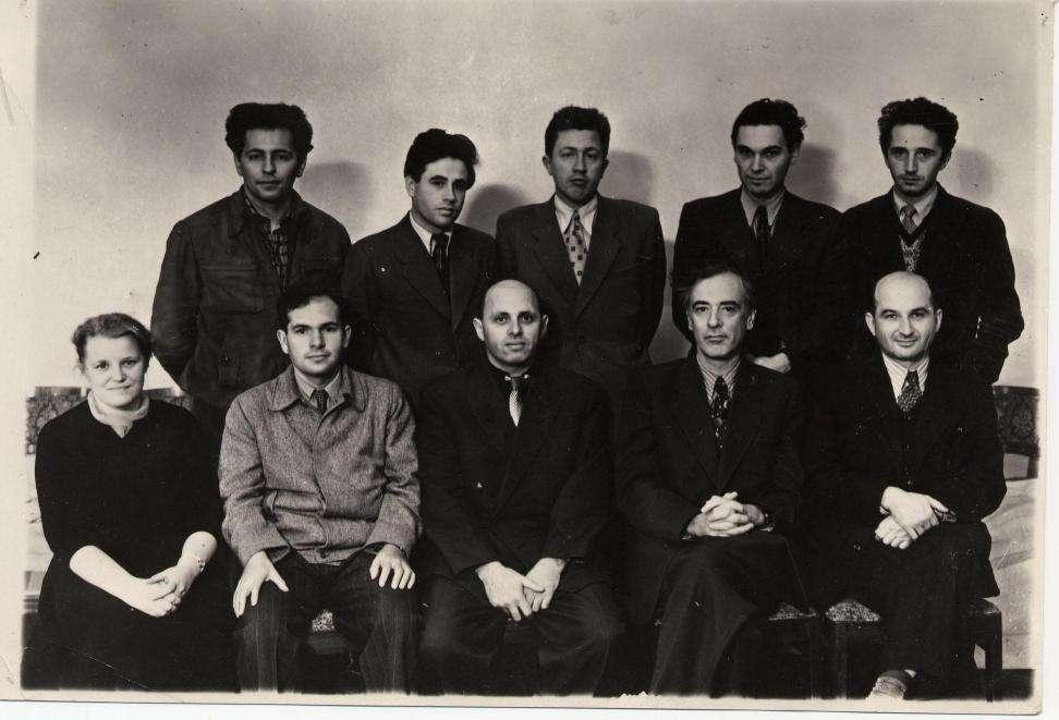 Quelques physiciens célèbres de l'école russe. En haut et de gauche à droite : Gershtein, Pitaevskil, Arkhipov, Dzyaloshinskil. En bas et de gauche à droite : Prozorova, Aleksei Abrikosov, Khalatnikov, Lev Davidovich Landau, Evgenii Mikhailovich Lifchitz. © DP