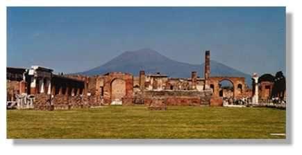 Pompéi : le volcanisme de la chaîne des Puys est différent de celui du Vésuve. Il fort peu probable que l'équivalent des gigantesques nuées ardentes qui ont enseveli les habitants de Pompéi déferlent un jour sur Clermont Ferrand (© LVA)