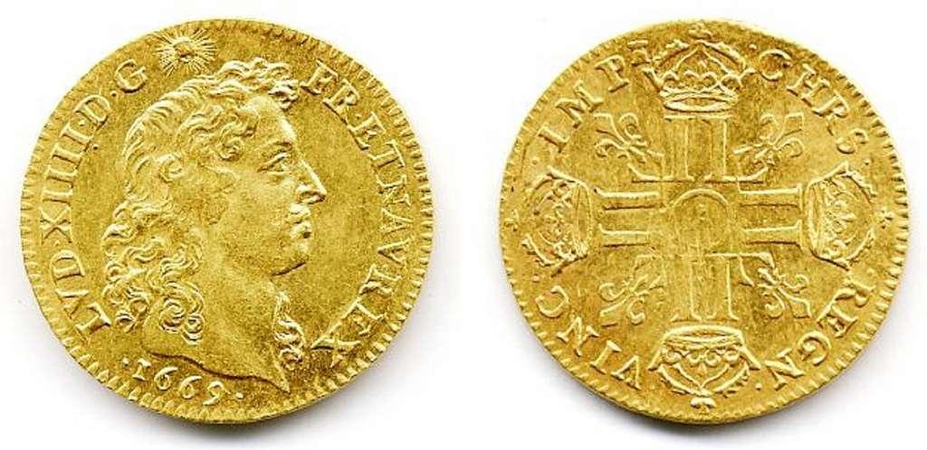 Louis d'or de Louis XIV, frappé en 1669 : diamètre 25 mm, poids 6,75 g, valeur 10 livres tournois. © Wikimedia Commons, domaine public