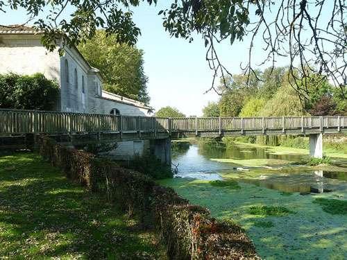 Moulin de Fleurac, Nersac (16), France. © Jack Ma, licence Creative Commons Paternité – Partage des conditions initiales à l'identique 3.0 Unported, 2.5 Générique, 2.0 Générique et 1.0 Générique.