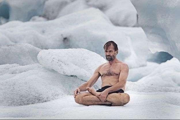 Wim Hof, surnommé Iceman, est capable de méditer dans la neige sans habits. © Henny Boogert