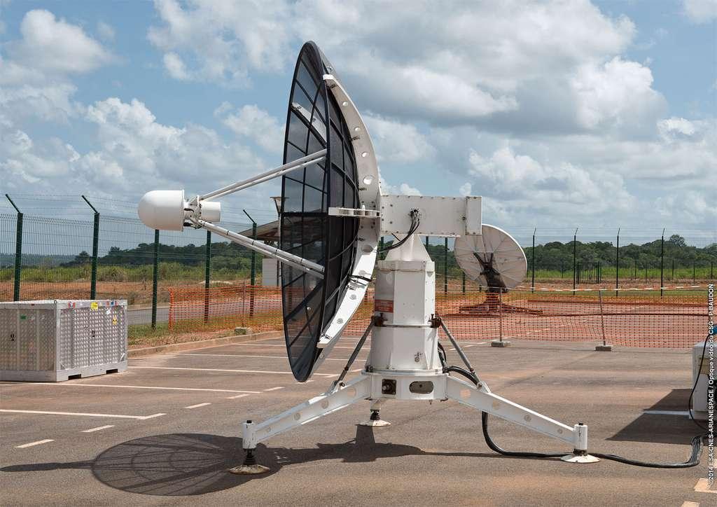 Le radar et la station de télémesure. © Esa, Cnes, Arianespace / Service Optique CSG