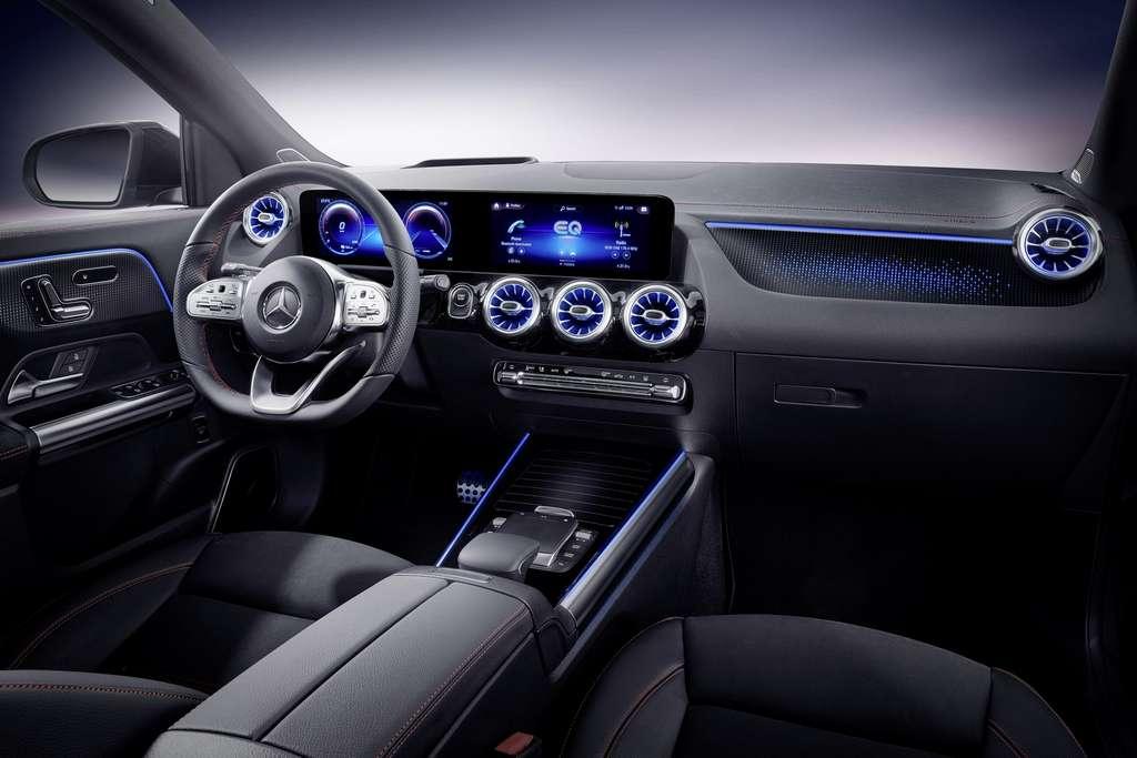 L'habitacle du Mercedes EQA 250 avec le système d'infodivertissement MBUX. © Mercedes