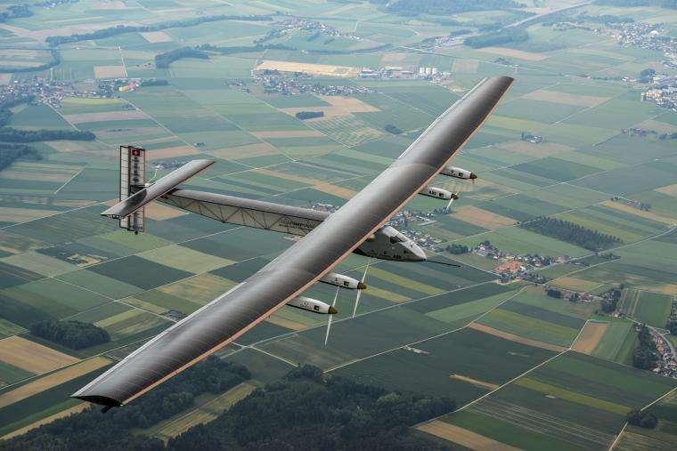 Le SI2, l'avion du tour du monde, lors de son premier vol, le 2 juin 2014, autour de Payerne, en Suisse. © Solar Impulse, Revillard, Rezo.ch