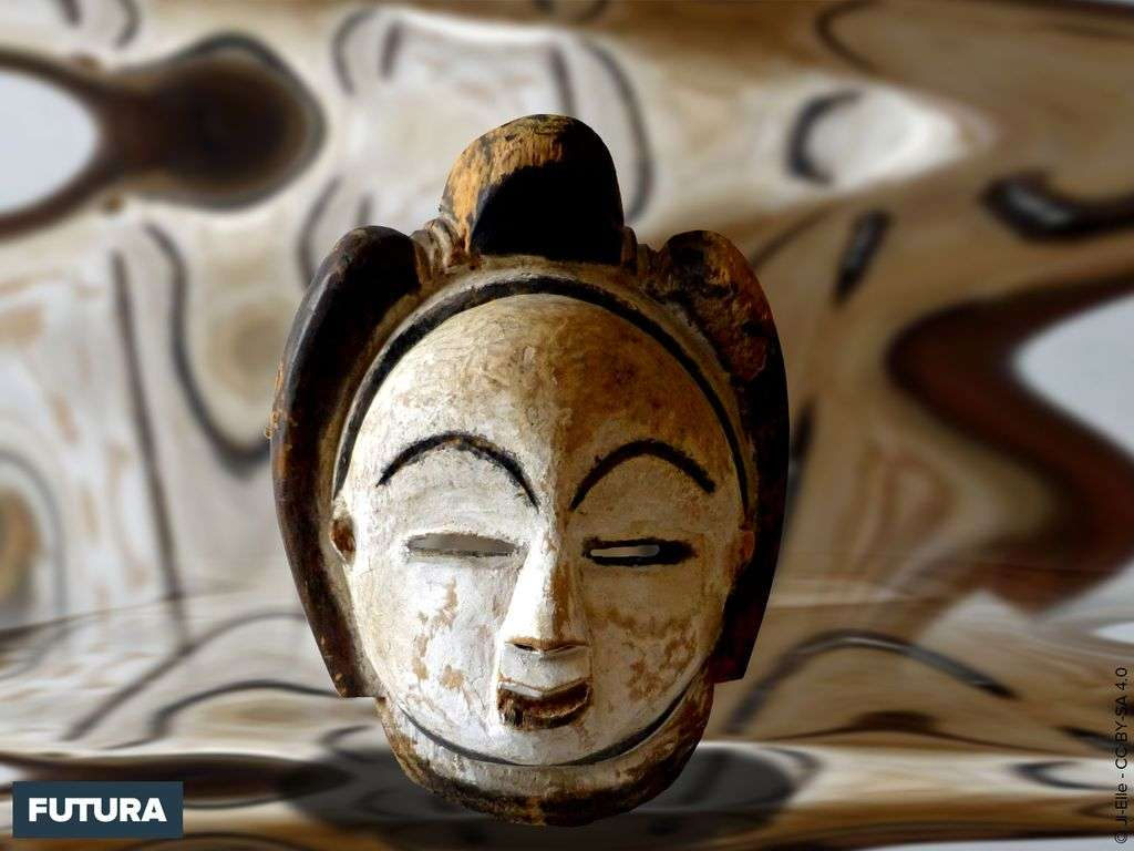 Gabon : masque Punu fait en bois de parasolier