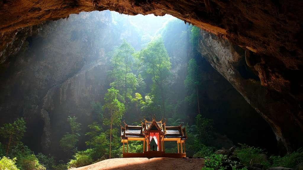 La grotte de Phraya Nakhon, en Thaïlande