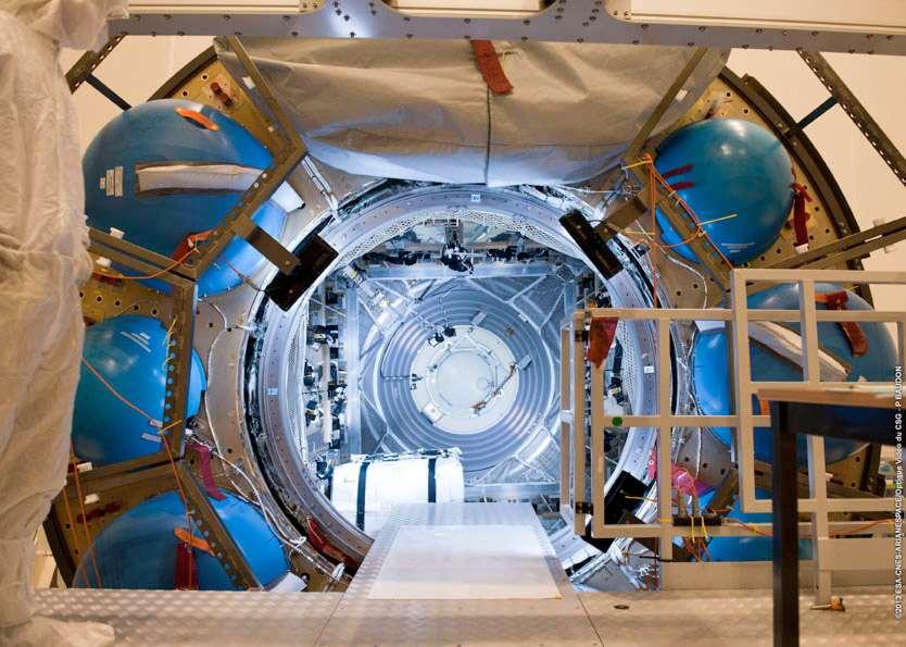 En janvier 2013 débutait le chargement de l'ATV-4 Albert Einstein. © Esa, Arianespace, Cnes, service optique du CSG
