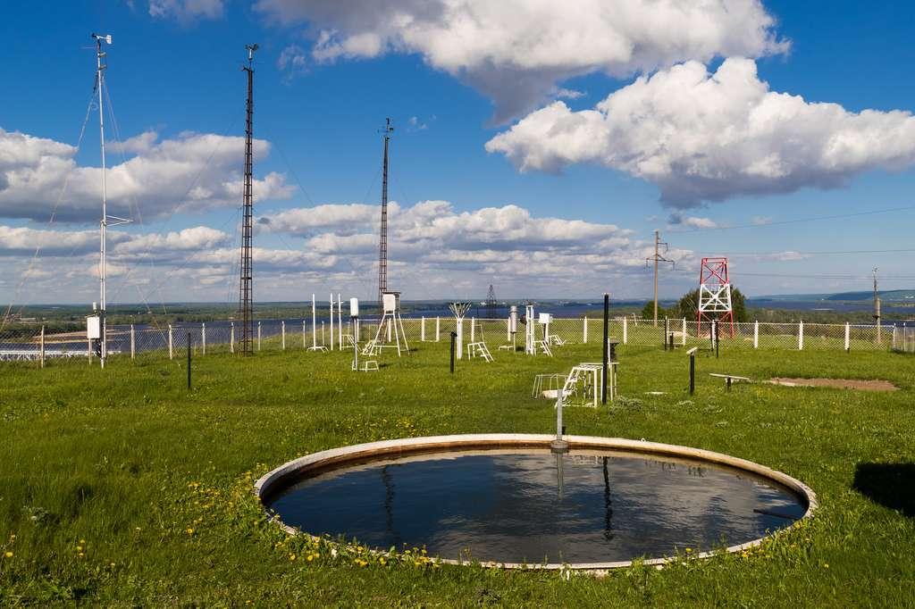Le climatologue utilise de multiples outils de mesure afin de déterminer des scénarios climatiques. © Aleksei, Fotolia.