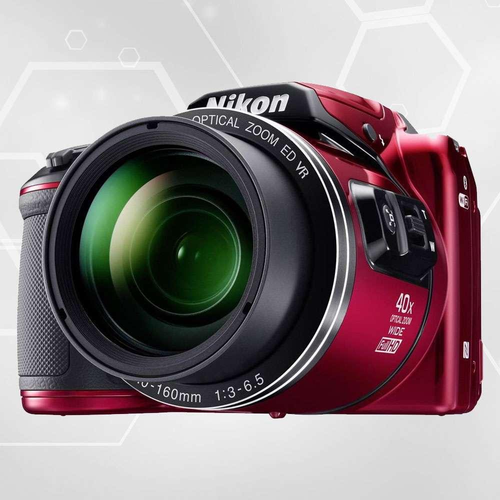 Un exemple de bridge : Nikon Coolpix B500. Remarquez les dimensions de l'objectif, comparées à celles de l'objectif d'un compact. © Nikon