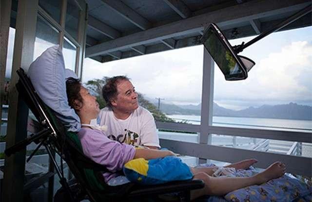 La technologie d'oculométrie employée au CHU de Tours a été mise au point par la société suédoise Tobii Dynavox. Elle est également utilisée par des personnes handicapées pour piloter des installations domotiques. © Tobii Dynavox