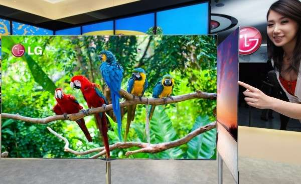 Le téléviseur Oled 55 pouces présenté par LG à l'occasion du CES 2012 est ultrafin. Il ne mesure en effet que 4 millimètres d'épaisseur. © LG