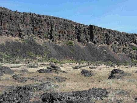 Cliquer pour agrandir. Les gorges basaltiques de la Columbia River Basalt font partie d'une grande province recouverte de vastes coulées de basaltes similaires à celles des trapps et qui recouvrent les états de Washington, Oregon et Idaho aux Etats-Unis. Crédit : Andrew Alden