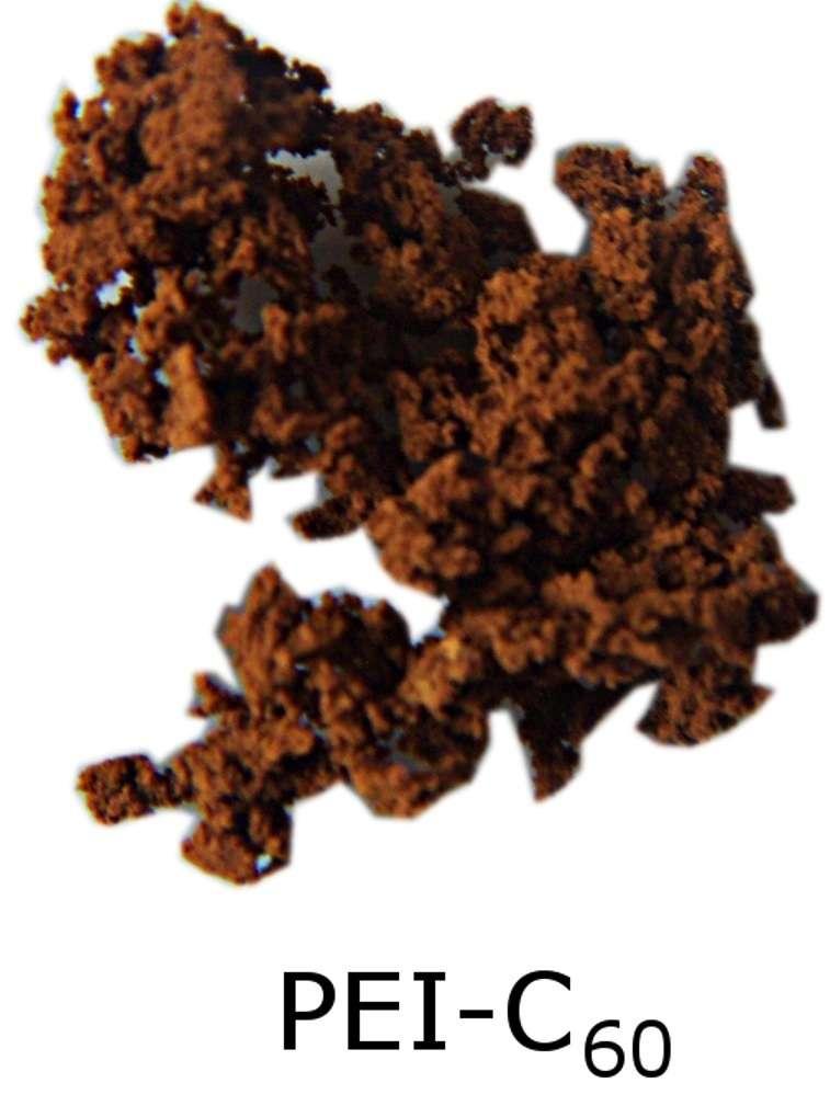 En utilisant du polyéthylènimine (PEI) avec du buckminsterfullerène, il est possible de synthétiser ce composé brun spongieux. © the Barron Research Group, Rice University
