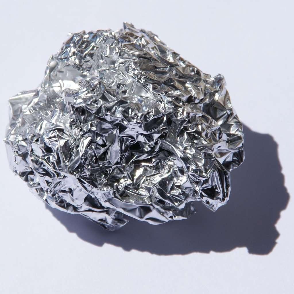 L'aluminium d'une feuille peut migrer vers les aliments, surtout s'ils contiennent des acides (vinaigre ou citron par exemple) et du sel. © Jurii, Wikimedia Commons, cc by sa 3.0