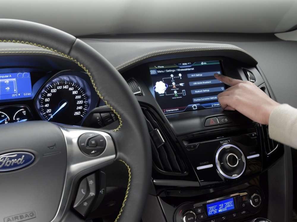 Le système proposé par Ford s'appuie sur un enregistrement méthodique des déplacements du véhicule et d'une analyse effectuée en ligne sur les ordinateurs de Google grâce à une API disponible pour les développeurs de logiciels. © Ford