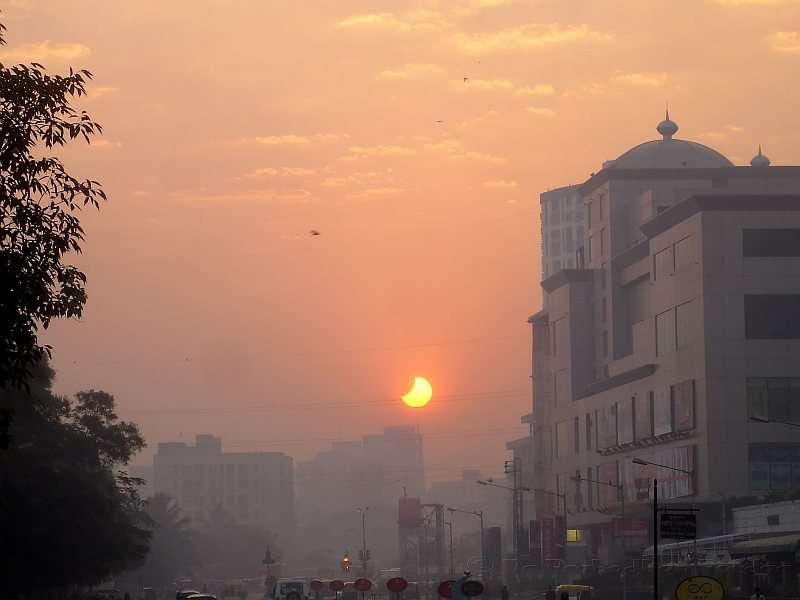 Une éclipse rougeouyante en pleine ville