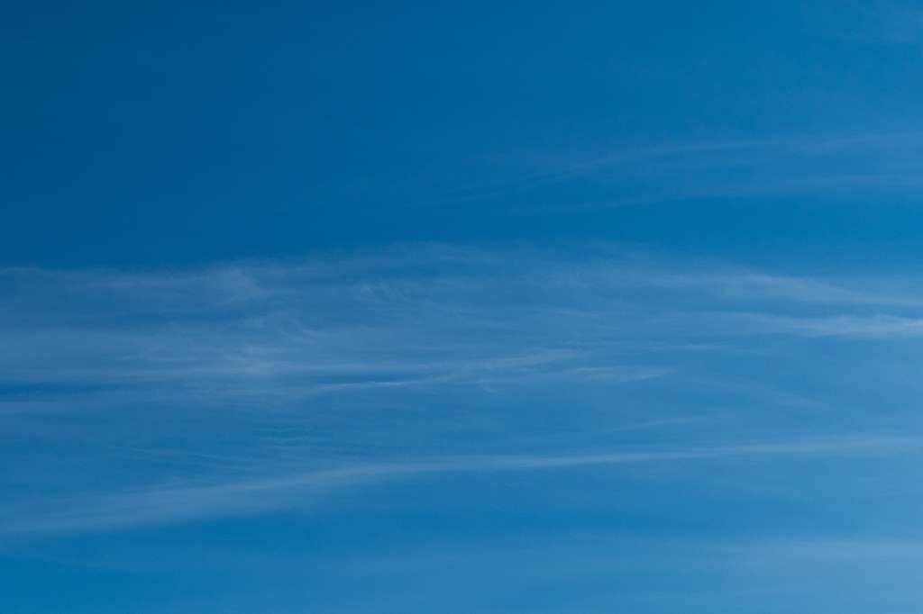 Les cirrus sont très hauts dans le ciel. © Xavier, Fotolia