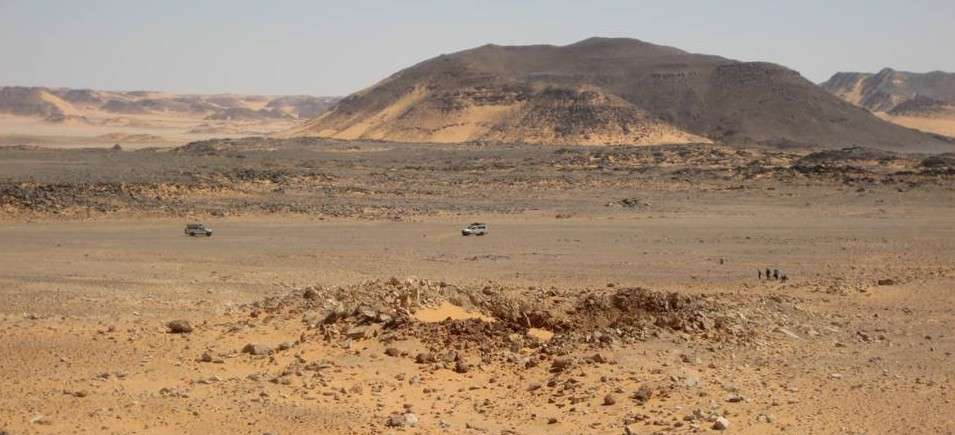 Dans un coin du désert égyptien, le cratère Kamil, au centre de l'image, présente des rayons plus clairs tout autour. Ce sont les restes de la projection des matériaux au moment de l'impact. Crédit L. Folco