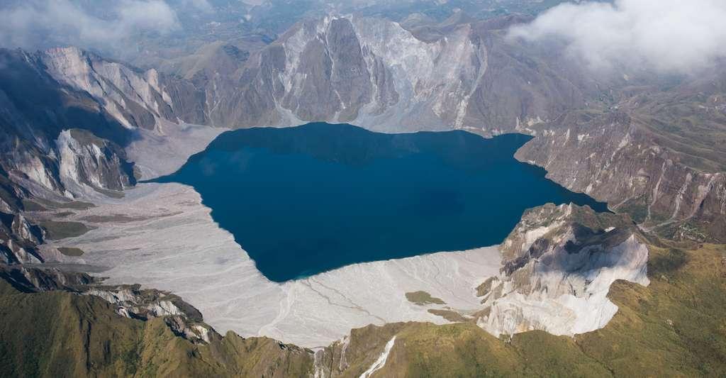 Lorsque le Pinatubo (îles des Philippines) est entré en éruption dans les années 1990, la planète a connu un refroidissement de 0,6 °C. © naiveangelde, Fotolia