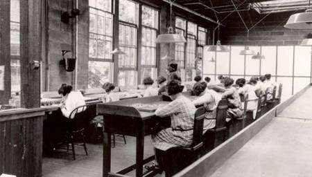 Ouvrières de l'usine d'Orange (Illinois) vers 1920 © Argonne National Laboratory