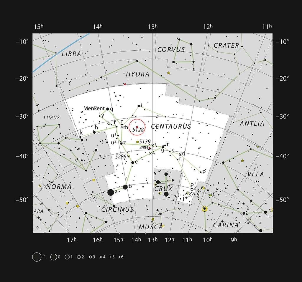 L'étrange galaxie Centaurus A (NGC 5128) dans la constellation du Centaure est indiquée par un cercle rouge sur l'image. Cette galaxie est assez brillante et facile à voir avec des télescopes d'amateurs ou même des jumelles. La bande sombre est également facile à voir avec des télescopes de taille moyenne. © ESO/IAU/Sky & Telescope