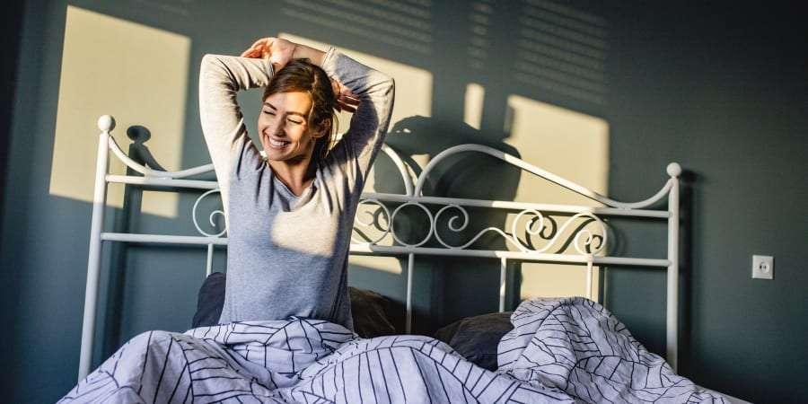 Se réveiller une heure plus tôt que d'habitude permettrait de réduire les risques de dépression de 23 %, selon une étude américaine. © blackCAT, Getty Images