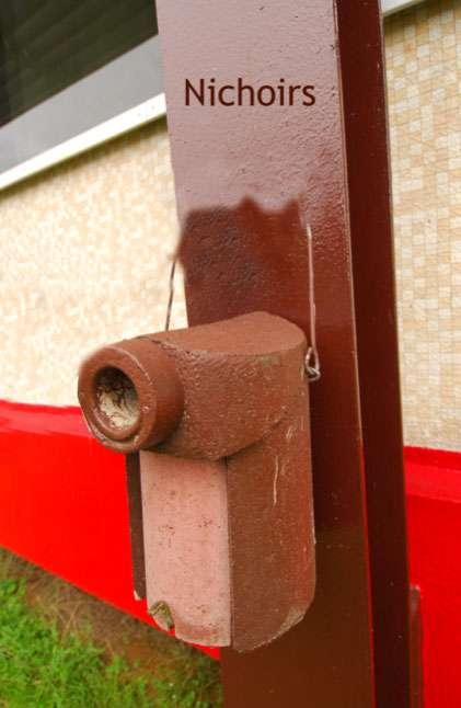 Un exemple de nichoir installé à proximité des zones de lancement du Centre spatial guyanais. © Cnes/SDP