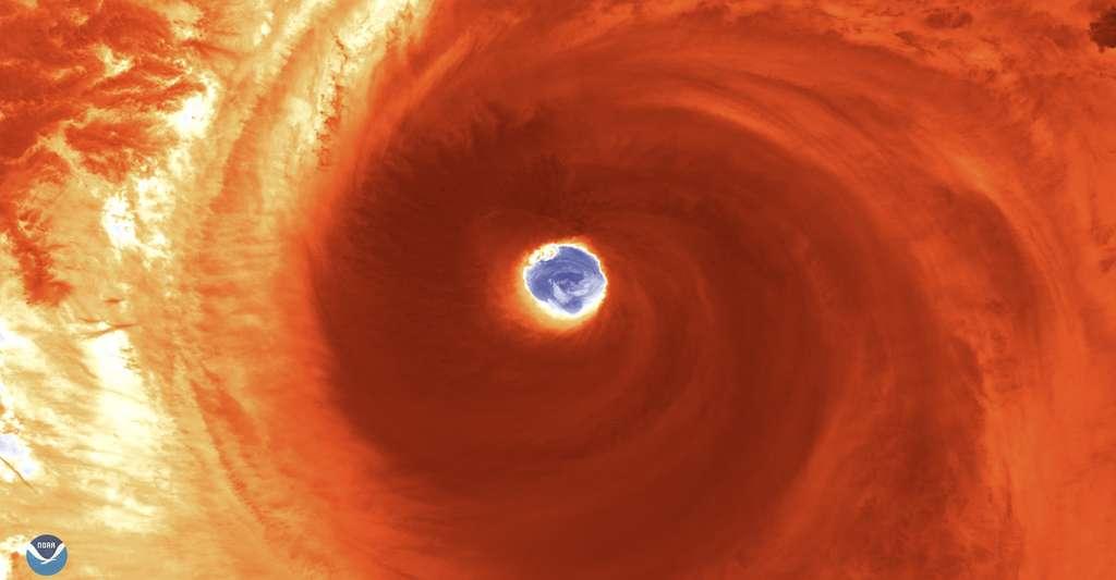 Une image satellite incroyable de l'œil du super-typhon Hagibis capturée ce jeudi 10 octobre 2019. © Noaa