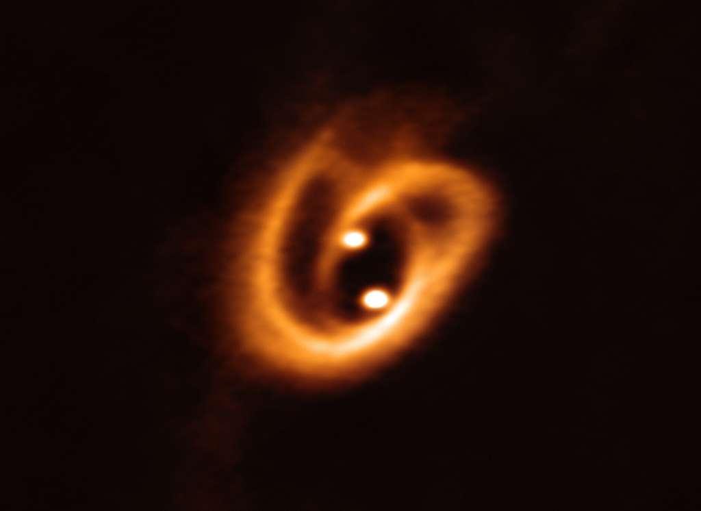 Image inédite de la danse de deux disques circumstellaires. © Alma (ESO/NAOJ/NRAO), Alves et al.