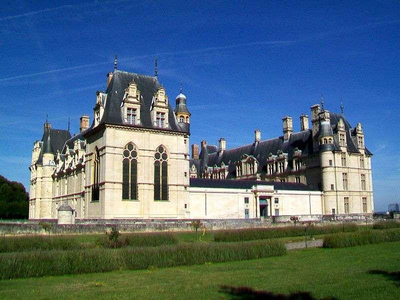 La façade est du château d'Écouen, dans le Val-d'Oise. Il abrite de nombreuses collections d'objets liés à la Renaissance. © P. Poschadel, cc by sa 3.0
