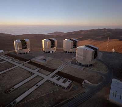 Une fraction importante des distances des supernovae du programme SNLS ont été mesurées à l'aide des spectrographes installés sur les télescopes de 8 mètres constituant le VLT à Paranal, au Chili. © ESO