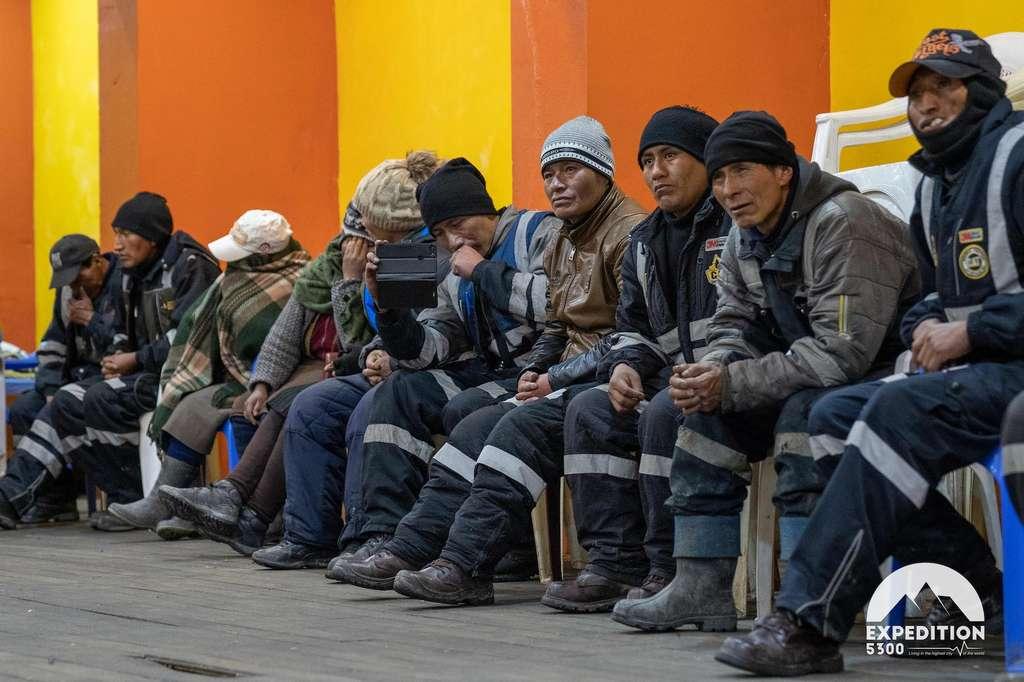À La Rinconada, plus de 800 personnes ont pu bénéficier d'une consultation médicale. Des personnes qui jusqu'alors n'avaient, pour la plupart, jamais vu de médecin de leur vie. © Expédition 5300