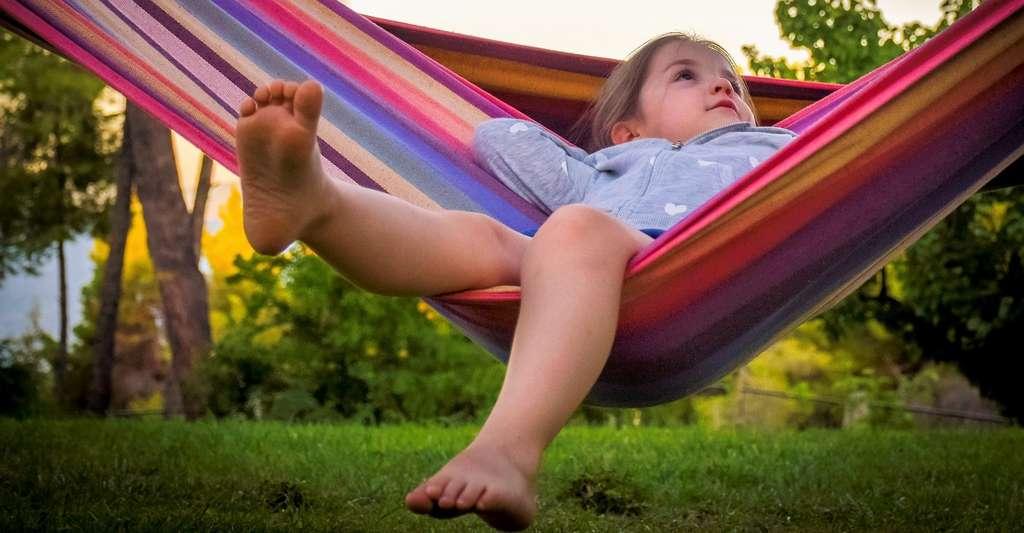 Généralement, les jeunes profitent, pendant l'été, d'une longue période de vacances scolaires. © ddimitrova, Pixabay License