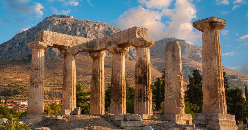 Les ruines du temple d'Apollon, à Corinthe. © Gurgen Bakhshetsyan, Shutterstock