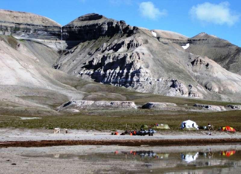 Dans la région du Spitzberg, en Norvège, une expédition géologique a permis d'étudier les roches datant du Permien moyen. © Dierk Blomeier