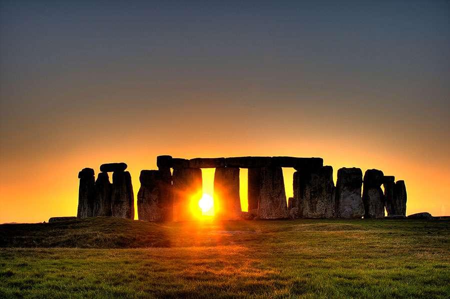 Soleil au travers de Stonehenge. © By simonwakefield CC BY 2.0