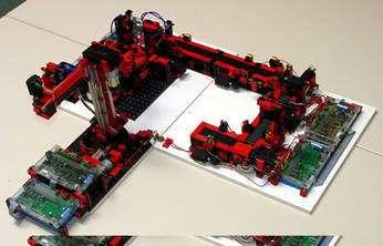 Robot construit avec un kit de Fishertechnik. © Fishertechnik, DR