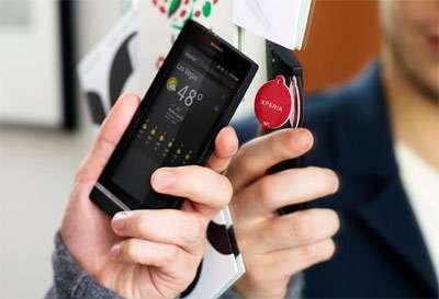 Pas besoin de s'évertuer à faire des manipulations et des réglages pour reconfigurer un téléphone, il suffit de l'approcher d'un petit badge : c'est l'idée des Xperia SmartTags. © Sony Ericsson
