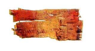 Un morceau d'écorce de bouleau découvert à Nadlok et teinté de cinabre. (Nadlok : lieu concernant les Inuits du cuivre au Canada). © DR