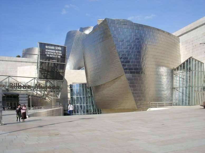 L'entrée du musée Guggenheim de Bilbao