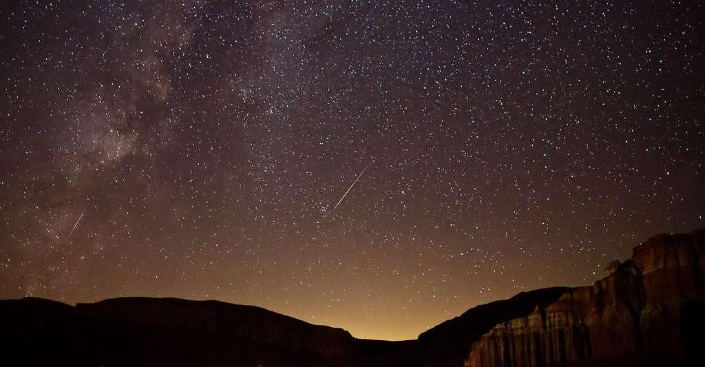 Comète passant dans la voie lactée. © Ian Norman, CC by-sa 2.0