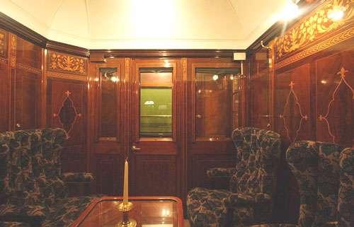 Intérieur d'un salon 1re classe d'une voiture Pullman. © Ignis, CC by sa 3.0