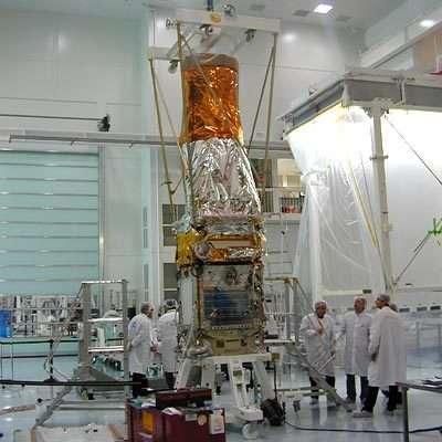 L'instrument Corotel est montée sur la plate-forme du satellite Corot dans la salle blanche d'Alcatel Alenia Space à Cannes, en janvier 2006.(Credits: Alcatel Alenia Space)