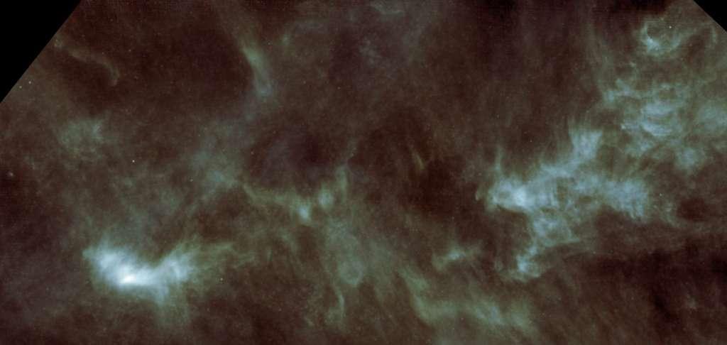 L1544 se situe dans la région la plus brillante (à gauche) de cette partie du nuage moléculaire du Taureau, distante de 450 années-lumière, observée ici dans l'infrarouge moyen avec le télescope spatial Herschel © Esa, Herschel, Spire
