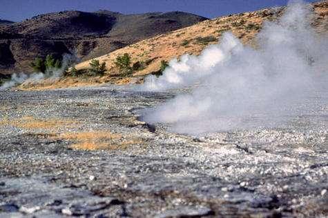 La géothermie : récupérer la chaleur dans les profondeurs de la Terre. Crédits : National Renewable Energy Laboratory, Photographic Information Exchange.