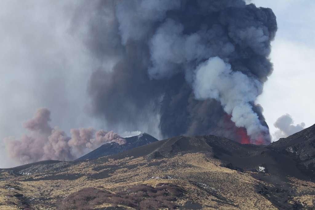 Nuage de cendres généré par l'Etna. © Daniele Andronico, imaggeo.egu.eu