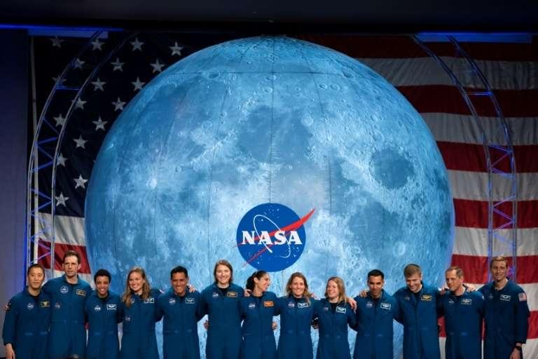 Parmi les treize astronautes de la promotion 2017 baptisée Turtles, six femmes, la parité est presque respectée. © Mark Felix, AFP