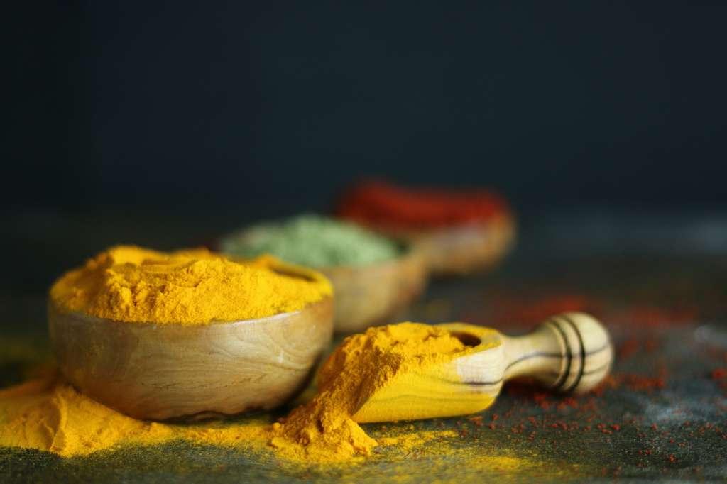 Egalement connu sous le nom de Arrowroots en indien, le curcuma peut entrer dans la composition de crème matifiante en raison de ses propriétés séborégulatrices. ©northernrf, FOTOLIA