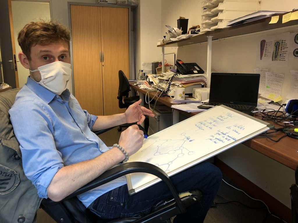 À l'instar de Christophe Périn, Dylan Gallo passe une majeure partie de son temps de travail dans son bureau. © Eléonore Solé