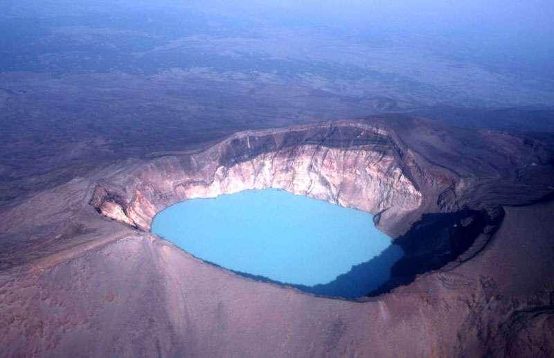 Le cratère du Maly Semiatchik, au Kamtchatka